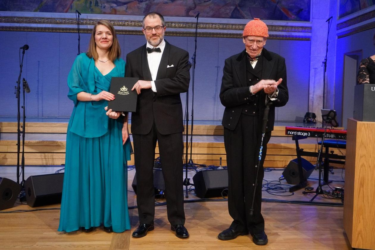 Anne-Karin Faber og Kerim Hestnes Nisancioglu sammen med Olav Thon - Thon pris utdeing 2019