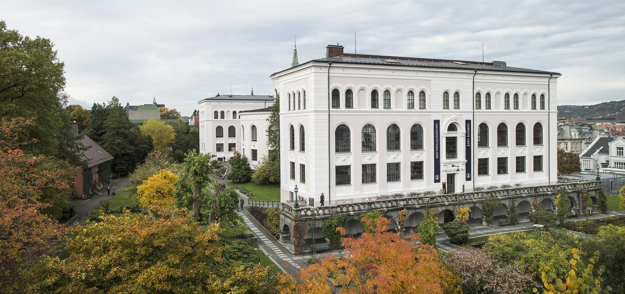 Universitetsmuseet og muséhagen.