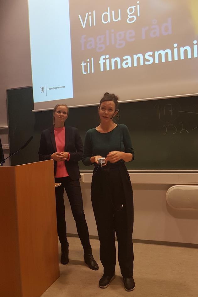 To representanter fra Finansdepartementet