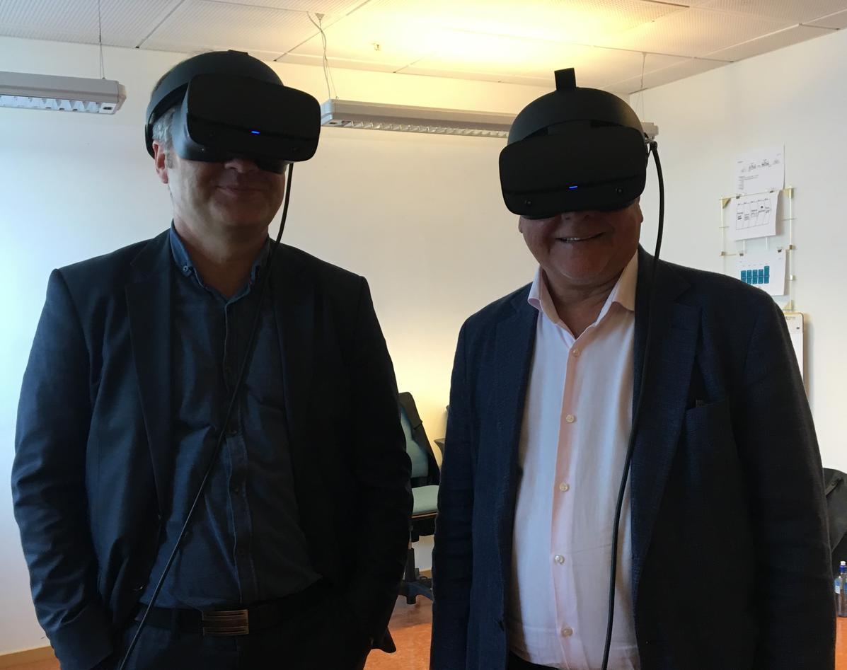 Tore Tungodden og Kjell Bernstrøm på VR-omvisning