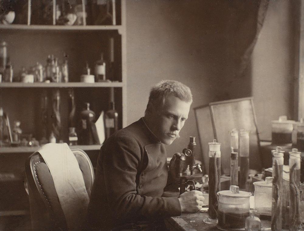 Fridtjof Nansen på laboratoriet sitt.
