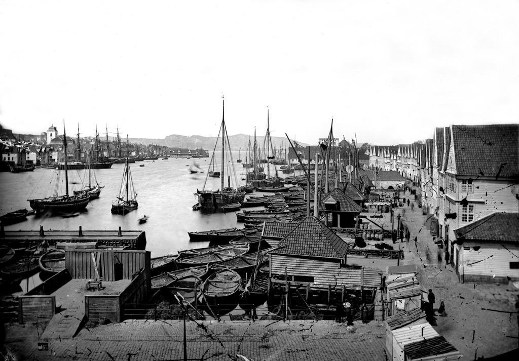 Foto av Bryggen på 1860-tallet