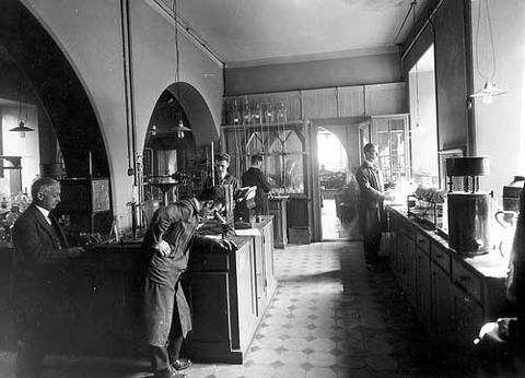 Laboratorium ved Den Tekniske Skole, Lars Hilles gate 34, 1926