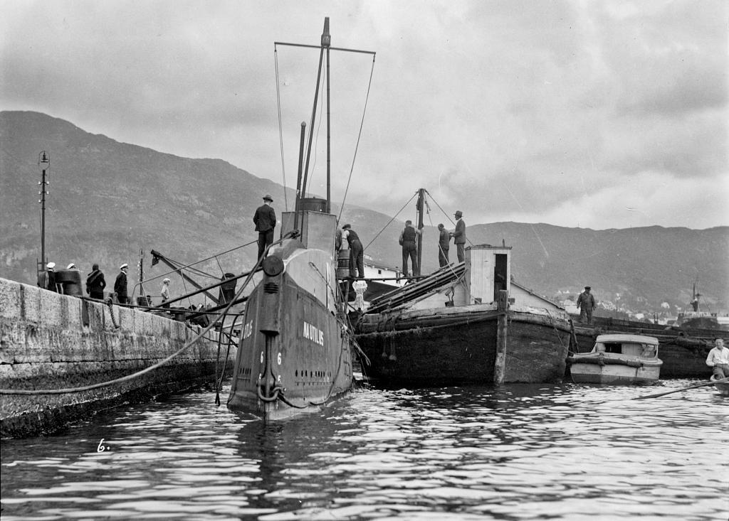 KLART FOR TOKT? Nautilus ved kai i Bergen etter store forsinkelser over Atlanteren og reparasjoner på de britiske øyer.