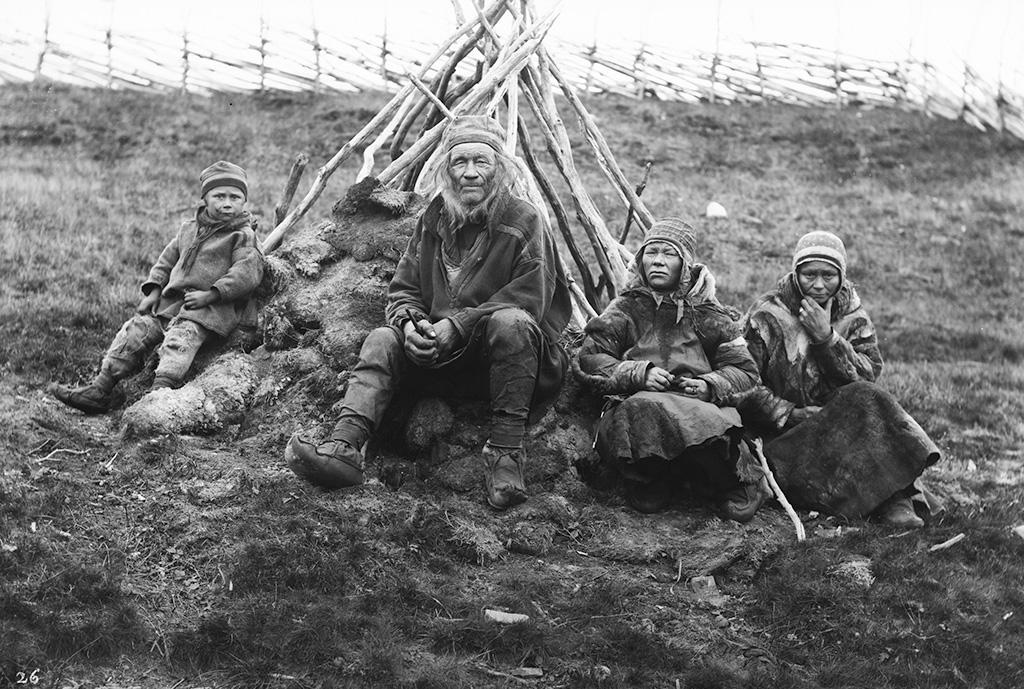 Bilete frå Sophus Tromholt si dokumentering av samar i Kautokeino på 1880-talet.