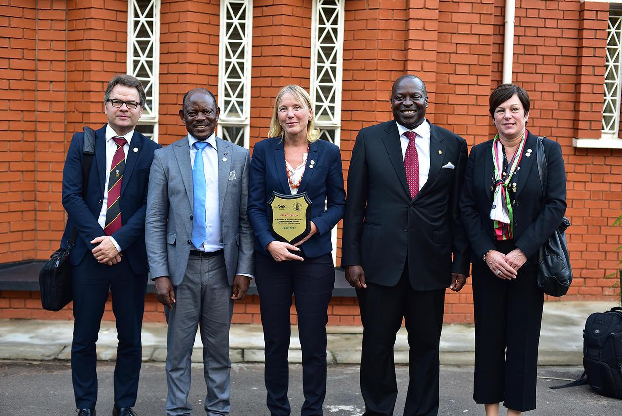 fra venstre: Tore Tungodden, Barnabas Nawangwe, Margareth Haugen, Tonny Oyana, Marit Bakke