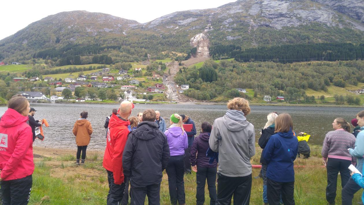 Studenter i felt i Jølster