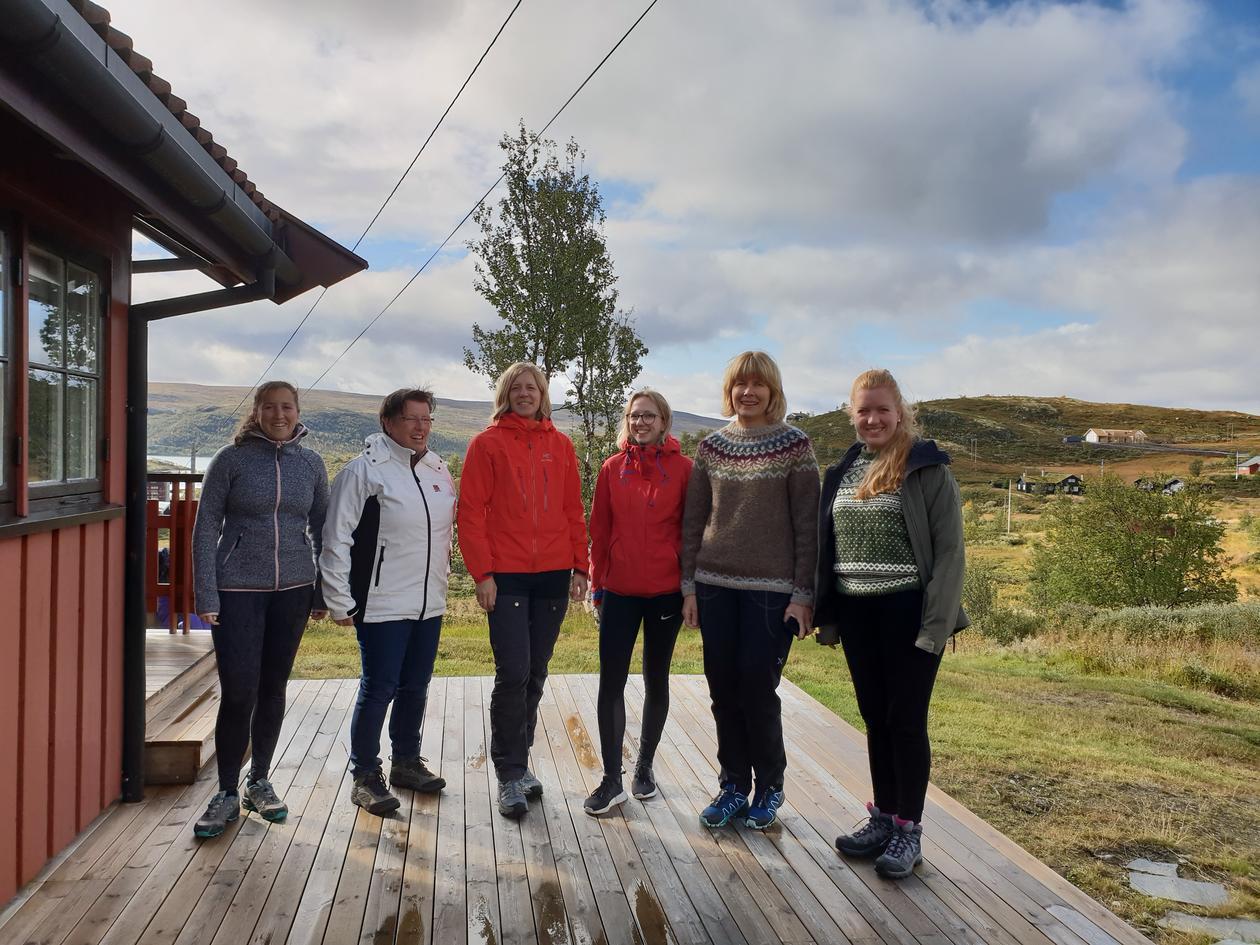 Hiking: From left: Anthea Van Parys, Jutta Dierkes, Hanne Rosendahl-Riise, Marte Trollebø, Randi Tangvik og Helene Dahl used the opportunity to do som hiking in the nice autumn weather.