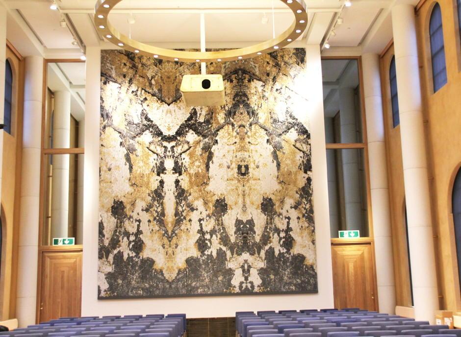 Kunst teppe i aulaen