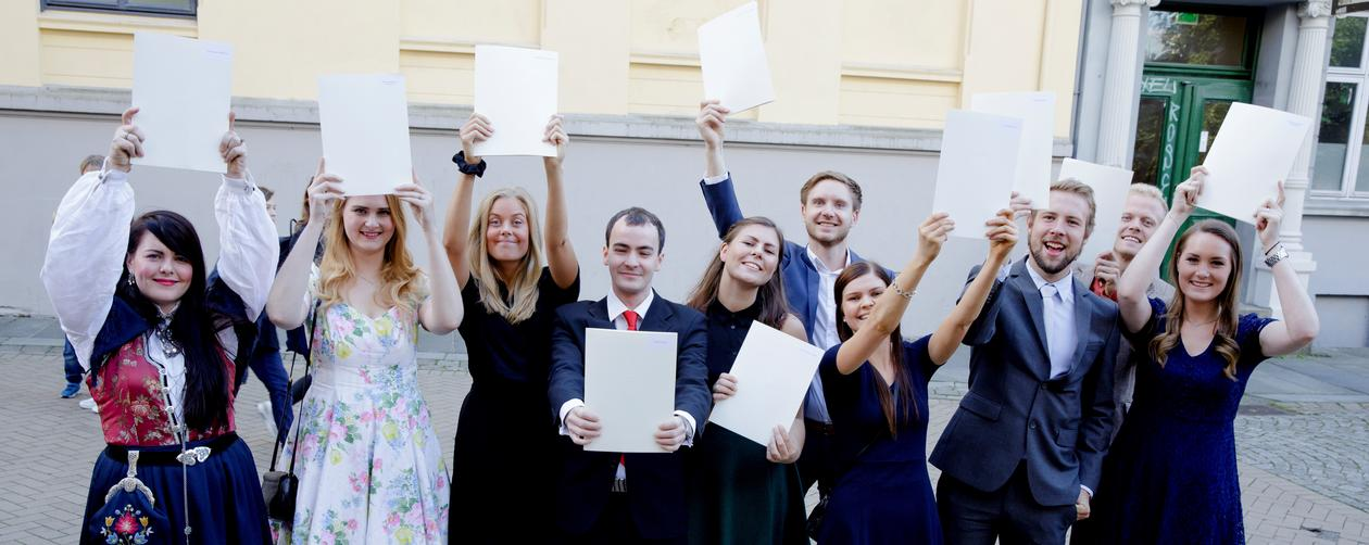 Students who have received their bachelor diploma celebrating.