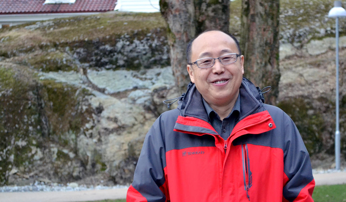 Dr. Zhaou Shouhui outside the Department f Foreign Languages.