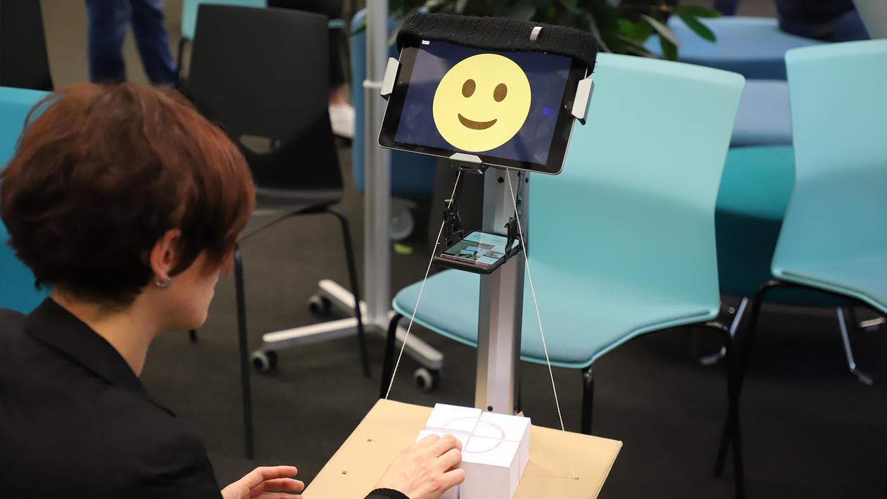 Smilende robot