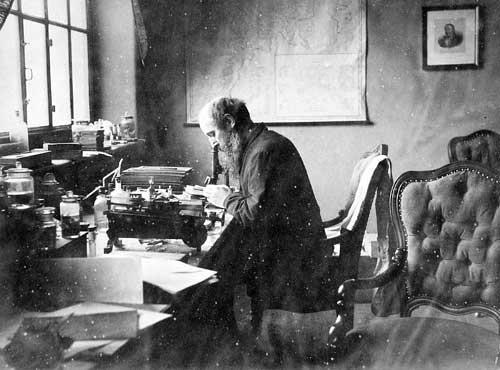 Gerhard Armauer Hansen påviste at lepra var smittsamt, og ikkje arveleg slik...
