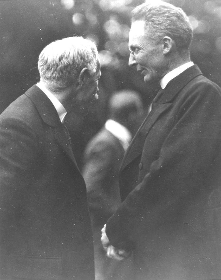 Vilhelm Bjerknes i samtale med Sir Napier Shaw 1921