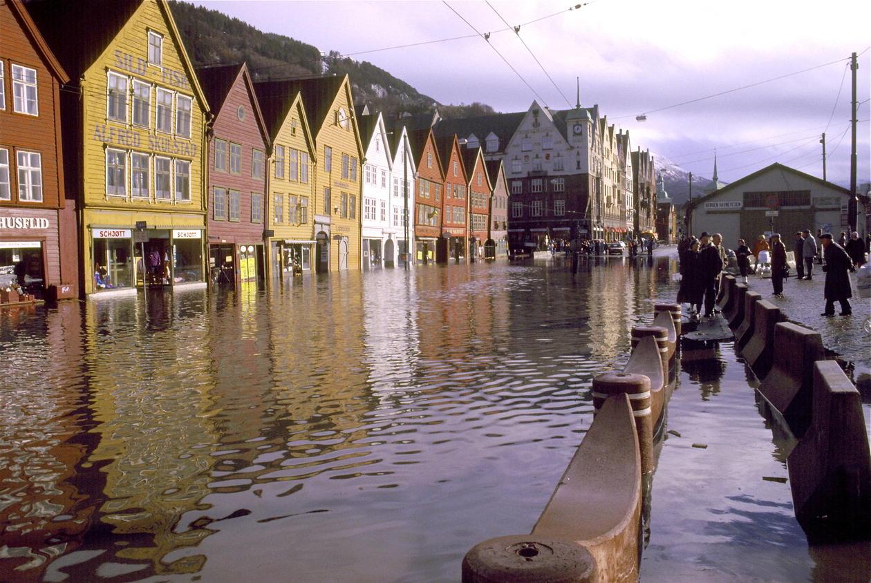 Ein kan rekna med fleire våte dagar på Bryggen i framtida, i følgje IPCC...