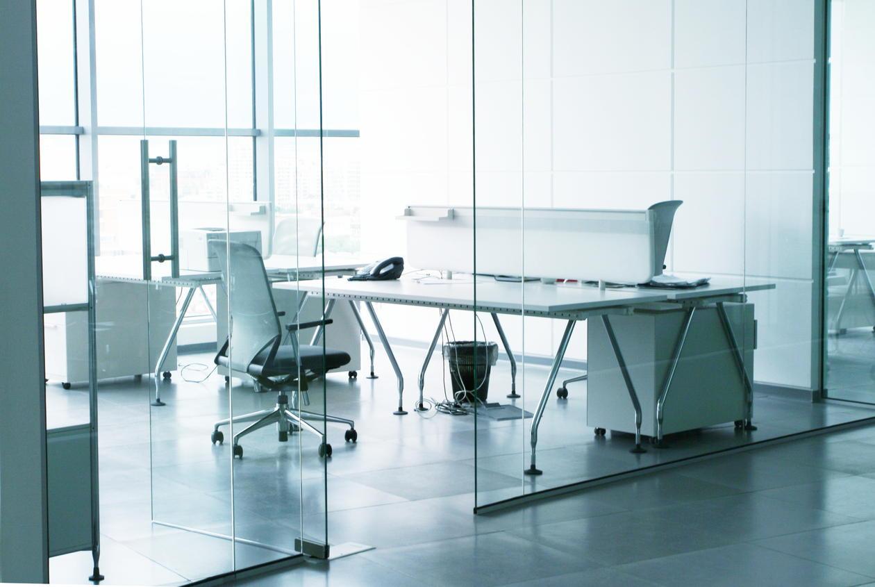 Bildet viser et kontorlandskap.