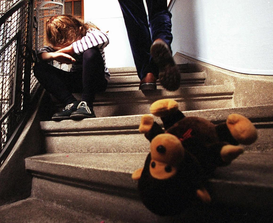 Barn som blir tatt hånd om av barnevernet flytter i gjennomsnitt 2,5 ganger,...