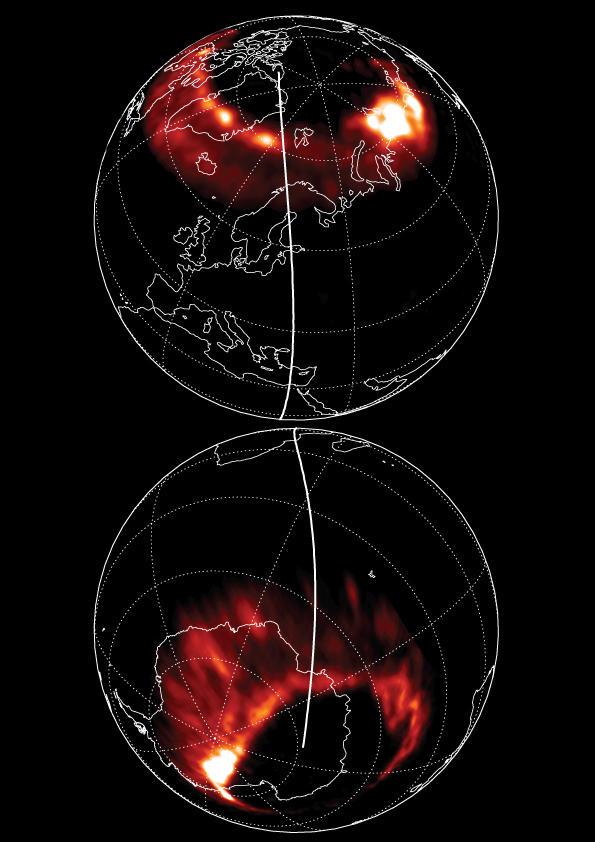 Bildet av nordlys og sørlys som er brukt på forsiden av Nature 23. juli 2009