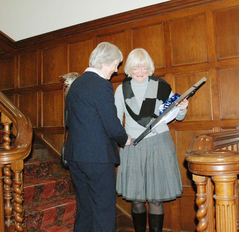 Vigdis Torsvik mottok prisen på vegne av Institutt for Biologi.