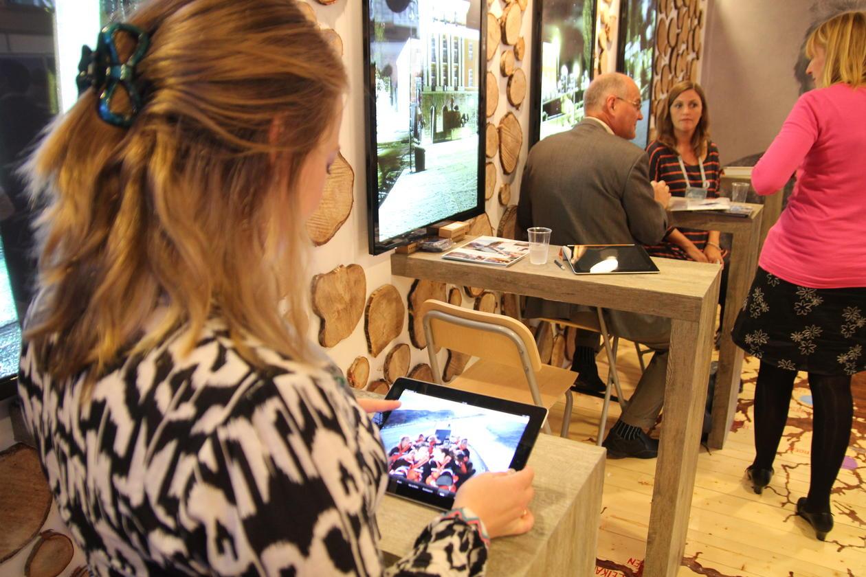 EAIE 2011 København iPad blir demonstrert på stand