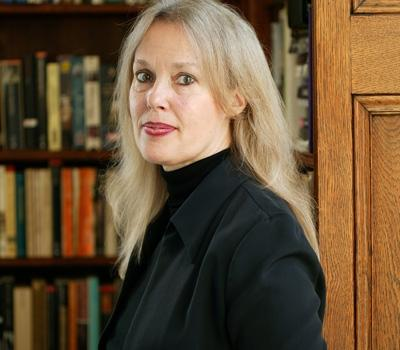 """Harvard-professor Elaine Scarry holder foredraget """"Beauty and the Pact of..."""