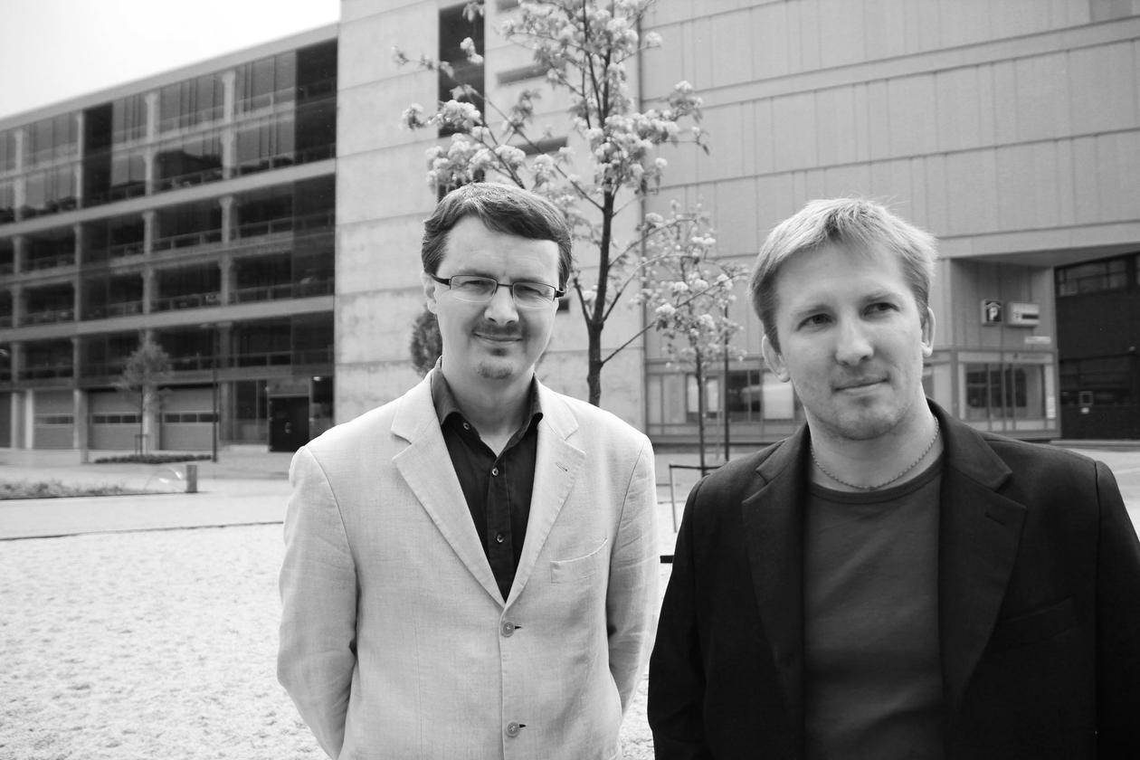 Professor Helwig Hauser (t.v.) og førsteamanuensis Ivan Viola arrrangerer...
