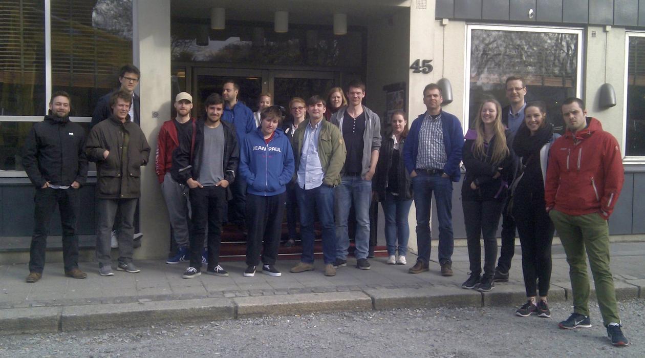 Gruppebilde utenfor hotellet i Sandnes.