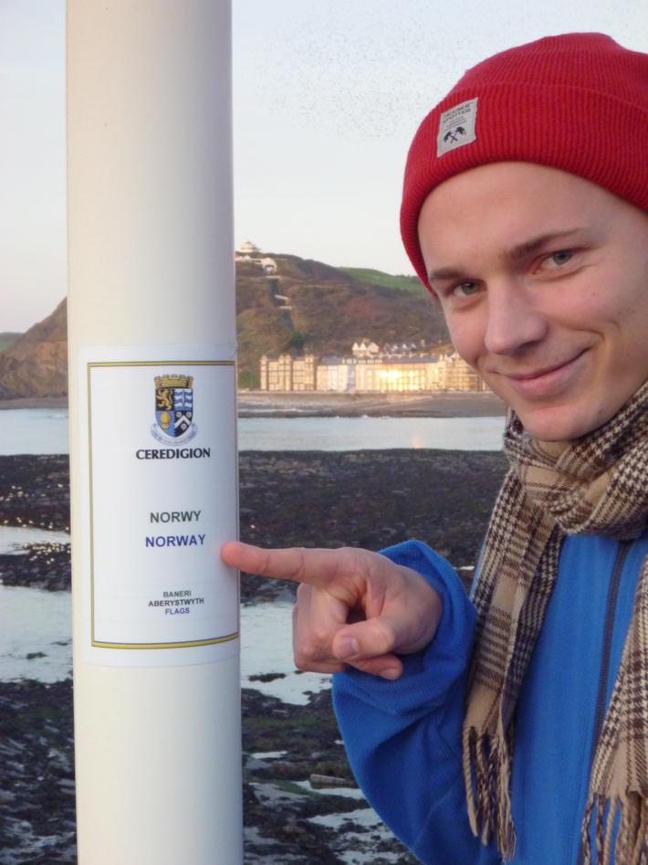 Ved den norske flaggstanga i Aberystwyth.