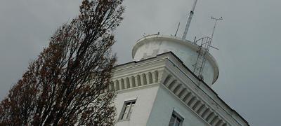Geofysisk institutt - tårnet en gråværsdag om vinteren