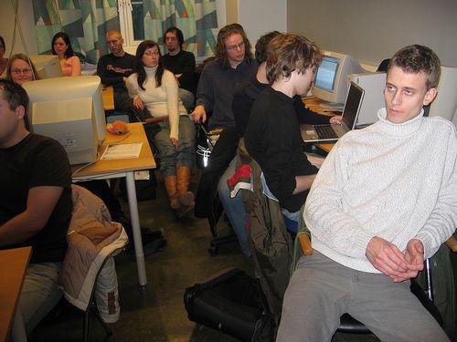 Studenter på rom 124 på Sydneshaugen skole i 2005.