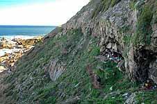 Blombos Cave ligger 300 kilometer øst for Cape Town i Sør Afrika.
