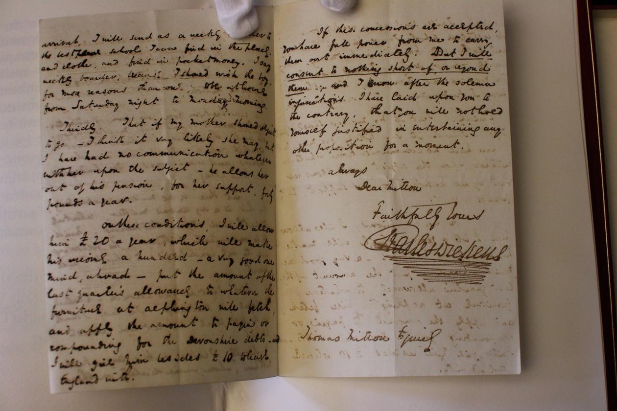 Samlingen inneholder flere av Dickens private brev. (Klikk for større)