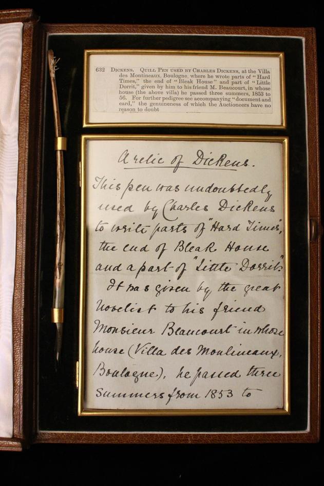 En kuriositet i samlingen: Dickens fjærpenn. (Klikk for større)