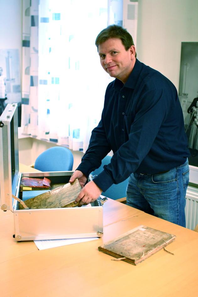 Bjørn Arvid Bagge meiner det er eit stort potensiale for forsking i arkiva.