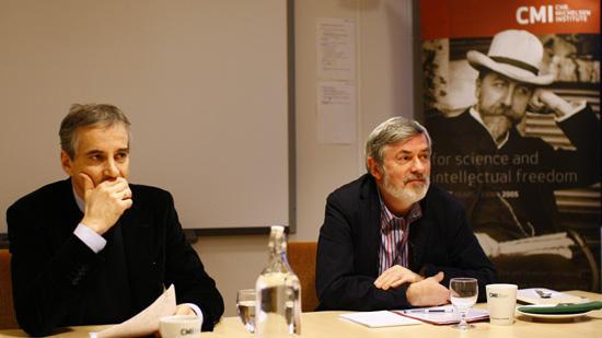 Jonas Gahr Støre sammen med direktør i CMI Gunnar Sørbø.