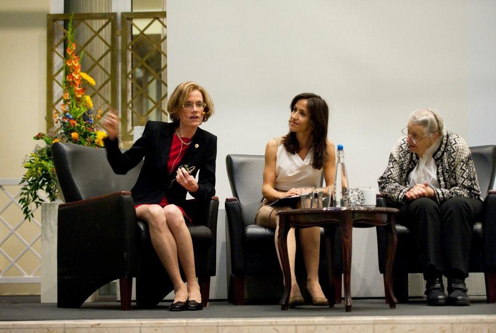 Prisvinnerne holdt et populærvitenskapelig foredrag i Maartmanshaven, Hotel...