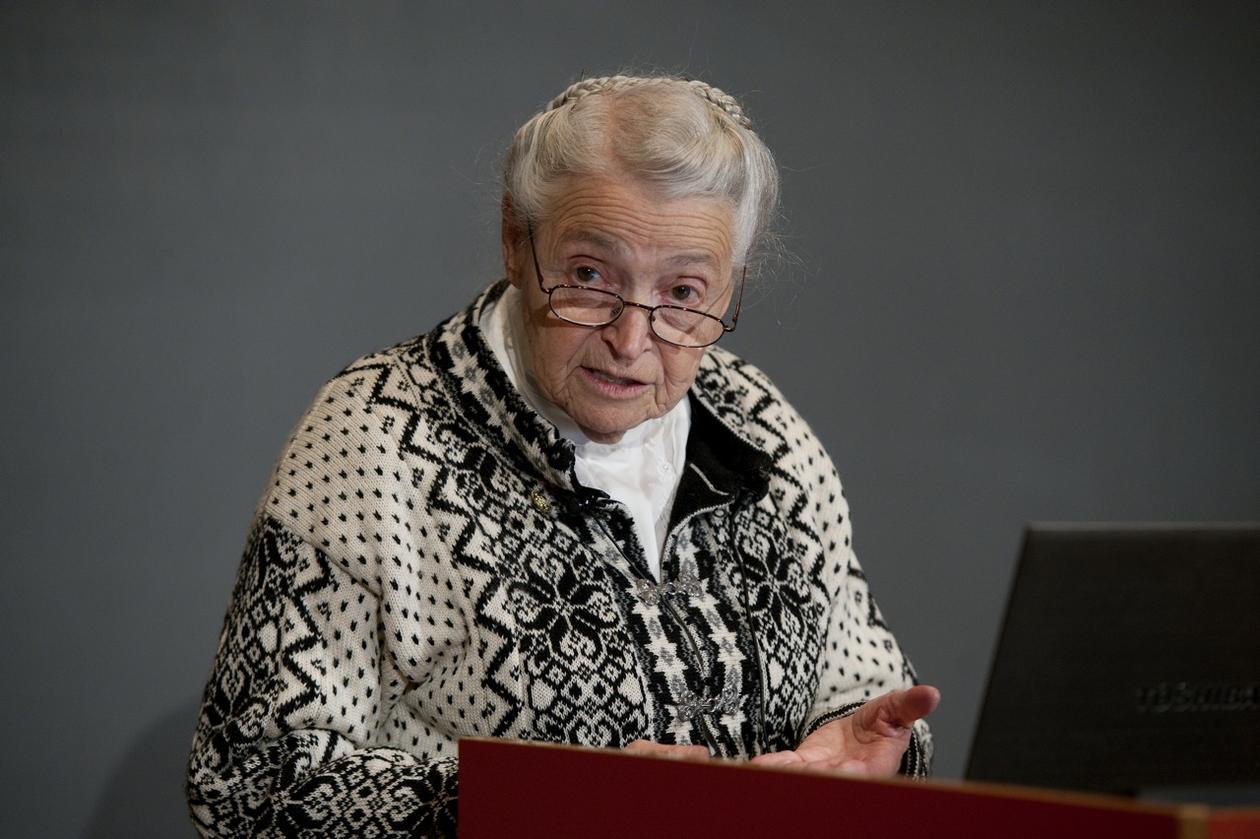 Mildred S. Dresselhaus under forelesningen i nanovitenskap på Studentsenteret.