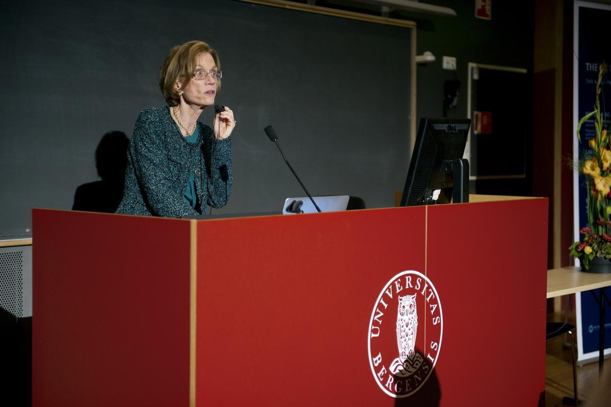 Ann M. Graybiel under forelesningen i nevrovitenskap på Studentsenteret.