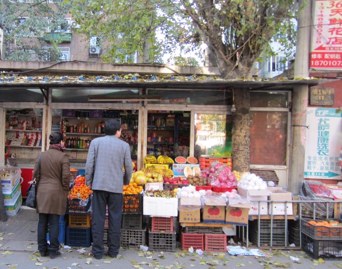 MANGFALD: Shanghai og Beijing kan by på neonskilt og høghus, men side om side...