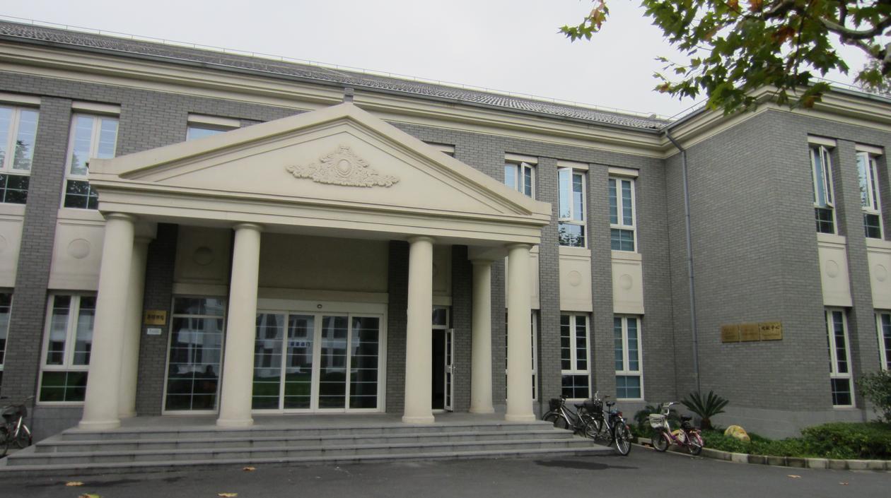 På Fudan University ligg det eit Nordisk Senter som er ei samanslutning av 25...