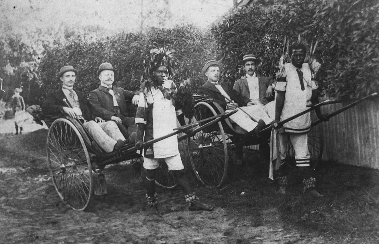 The picture shows Norwegian sailors in Africa, most probably South-Africa....
