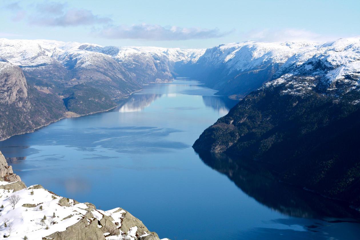 Isbreer har både formet både høyfjellsplatåer og fjorder i Norge.