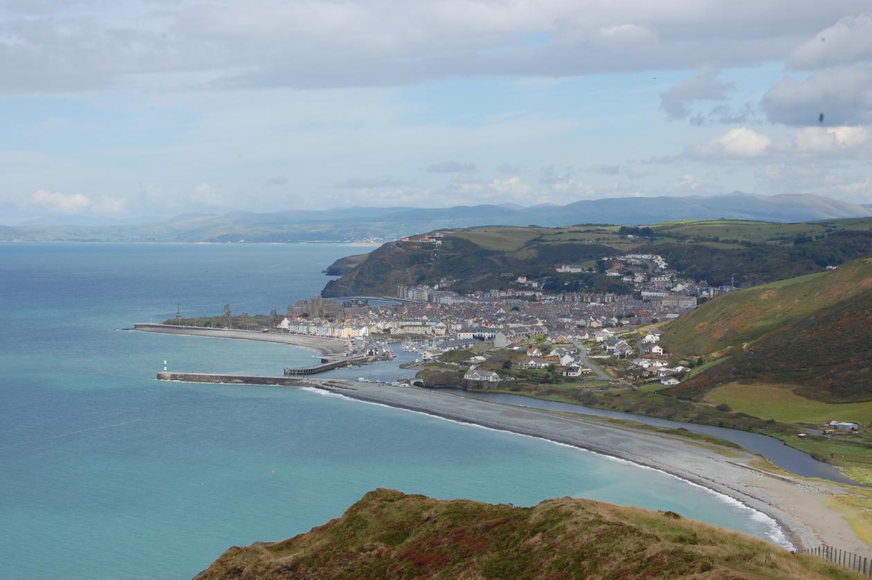 Utsikt over Aberystwyth frå høgda sør for byen.