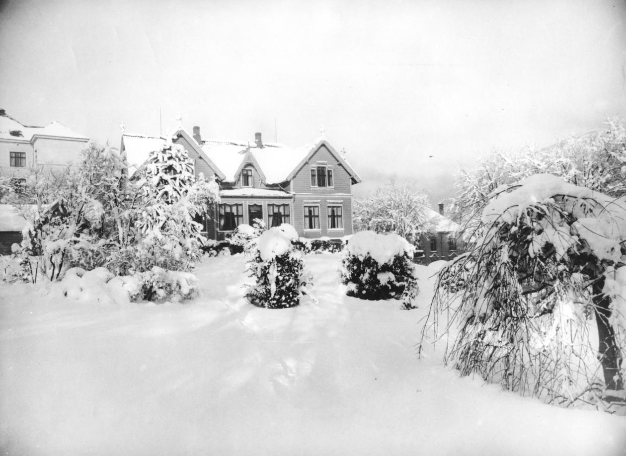 Allegaten 33,  Vilhelm Bjerknes' hjem (1. etg),  Arbeidsplass for...