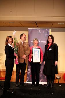 Eli Høie, Jarl Giske og Vigids Lid Torsvik tok imot prisen, som ble delt ut...