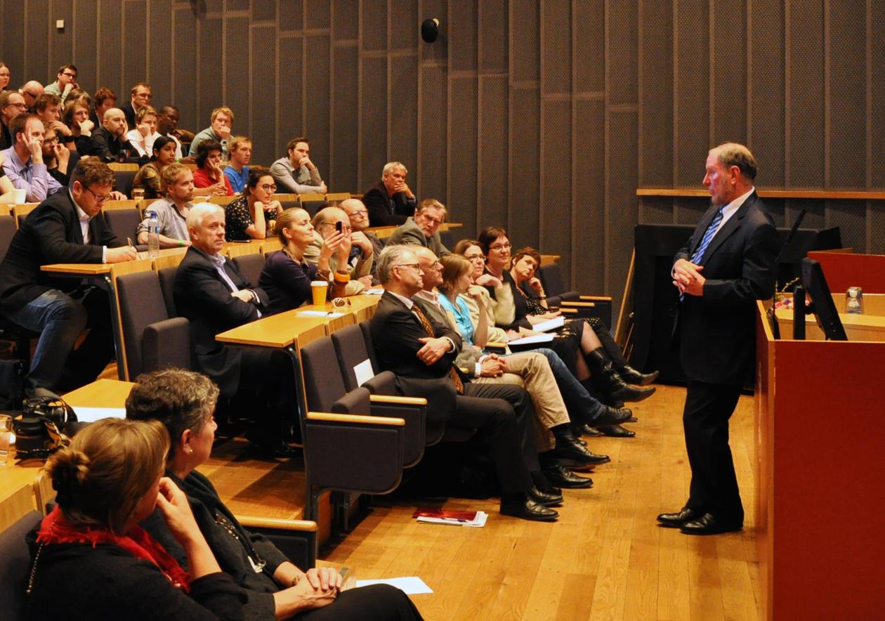 Robert D. Putnam holdt Rokkanforelesningen 2011