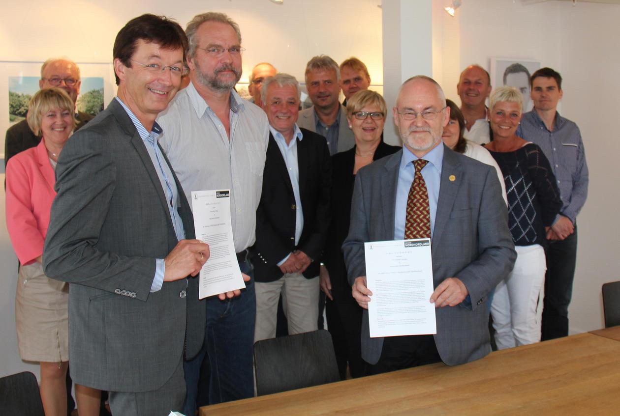 Avtalen ble underskrevet under Regionrådets møte i Gulen med fylkesmann Lars...
