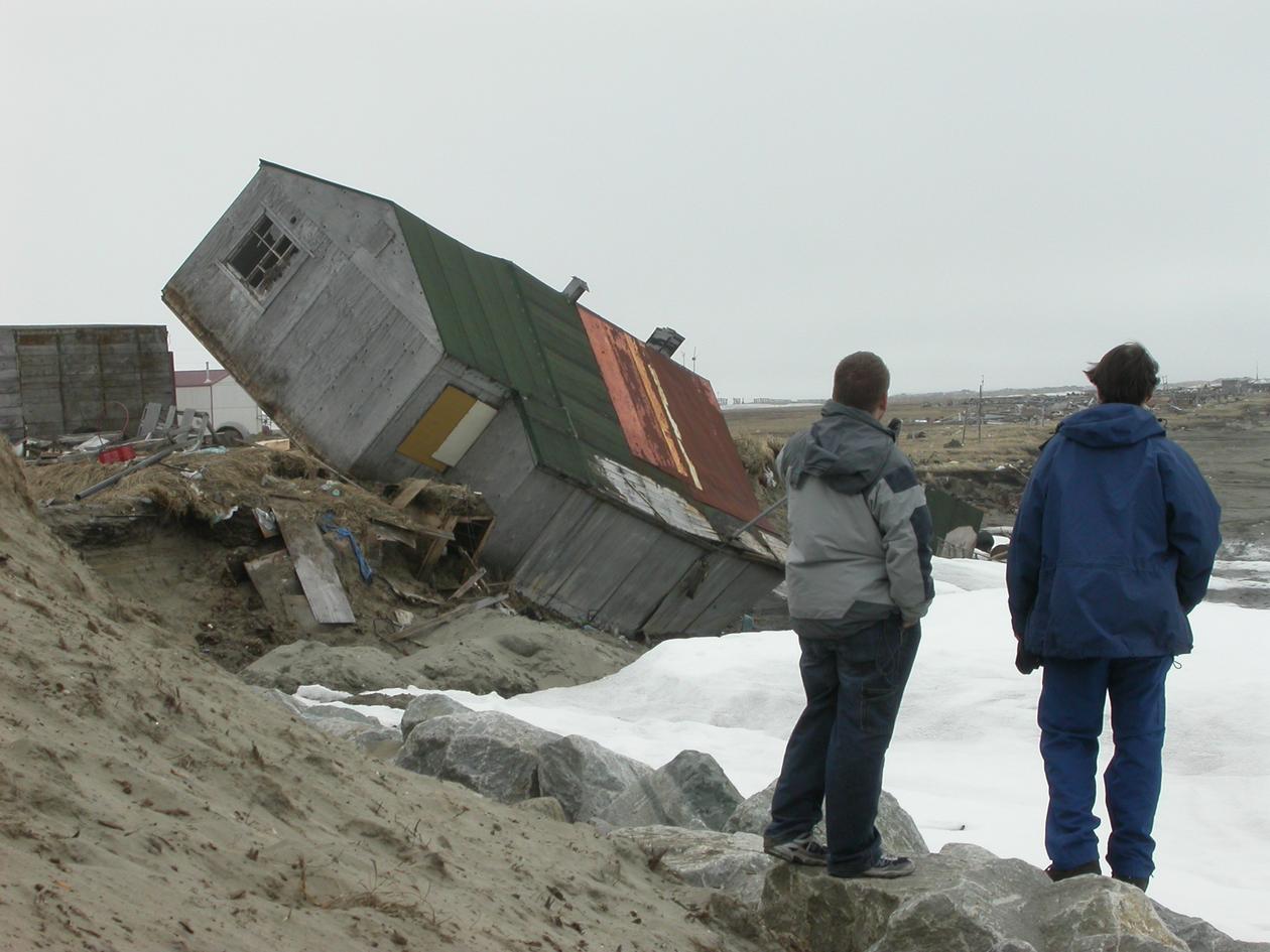 PERMAFROST TINER: Alaska er ein ung stat og det meste av utbygging og...