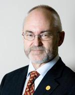 DELVIS FORNØYD: Rektor Sigmund Grønmo konstaterer at UiB ikke beholder momentumet fra i fjor, men er fornøyd med at man fortsatt er blant klodens 200 beste universitet.