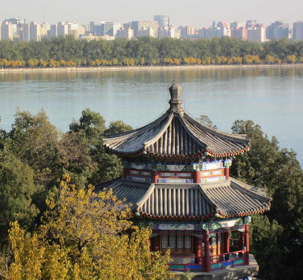Kina er eit land med store kontrastar. Her frå Sommarpalasset i Beijing, med...